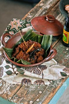 Babat is a cow tripe, cooked with soy sauce and traditional spices. This is a traditional cuisine from Semarang, Middle of Java. Tripe Recipes, Asian Recipes, Healthy Recipes, Malay Food, Indonesian Cuisine, English Food, Middle Eastern Recipes, Semarang, Fish Dishes