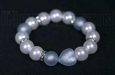 ROMEA LIGHTBLUE. Armband aus hellblauen Muschelkernperlen (Ø 14 mm) elastischem Nylonfaden. Mite Herz & Perlen aus Murano-Glas mit Echtgoldeinlage. Silbernugets Stearlingsilber 925.