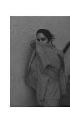 Fiona Dinkelbach from thedashingrider.com wears a full look by WINDSOR during Art Basel in Miami. Location: Miami Beach, Florida - during Art Basel 2017 | The Dashing Rider | Outfit | Editorial | Summer Look | Minimalist | Minimalistic Fashion | Simple Style | Black and White | Vintage inspired | Style Blogger