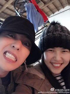 "G-Dragon with Fan @ ""Peace Minus One"" Exhibit (170125) [PHOTO] - bigbangupdates"