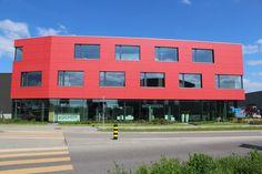 Rockpanel Colours in Harmonie mit grossflächigen Fenstern Modern, Multi Story Building, Home, Room Interior Design, Homes, Trendy Tree, Haus, Houses, At Home