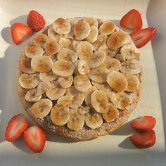 朝食のバナナパンケーキ。オーガニックのダークメープルシロップをかけて♥