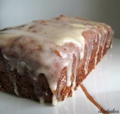 I found this recipe for Banana Bread and Vanilla Browned Butter Glaze at Averie Cooks. I mean really when someone claims to have found the perfect banana bread Icing For Banana Bread, Banana Bread Glaze, Perfect Banana Bread Recipe, Banana Nut Cake, Banana Bread Brownies, Moist Banana Bread, Vegan Banana Bread, Chocolate Chip Banana Bread, Chocolate Cake