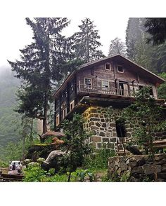 Wooden Lazian House → Eastern Blacksea Region of Rize Turkey ⚓ Turkish Architecture, Beautiful Homes, Beautiful Places, Fairytale House, Forest Cabin, Timber Structure, Unusual Homes, Cabins And Cottages, Stone Houses