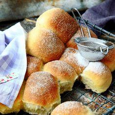 Sockerbullar med vanilj i långpanna Hamburger, Food Photography, Goodies, Desserts, Buns, Cakes, God, Sweet Like Candy, Tailgate Desserts