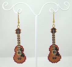 Beaded Classic Guitar Earrings by LazyRose on Etsy Seed Bead Crafts, Beaded Crafts, Seed Bead Jewelry, Seed Bead Earrings, Beaded Earrings, Beaded Jewelry, Seed Beads, Seed Bead Patterns, Jewelry Patterns