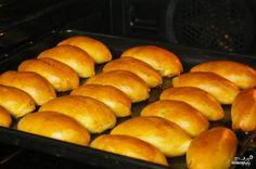 Выпекаем пирожки в духовке 15-20 минут при 180 градусах до румяного цвета пирожков. Следите, чтобы не подгорели. Вот и все - пирожки в духовке готовы! ;)
