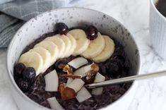 Blåbærsgrød med kokos Acai Bowl, Oatmeal, Breakfast, Food, Acai Berry Bowl, The Oatmeal, Morning Coffee, Meal, Essen