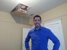 Great pic of Drew Scott getting photo bombed by Jonathan Scott