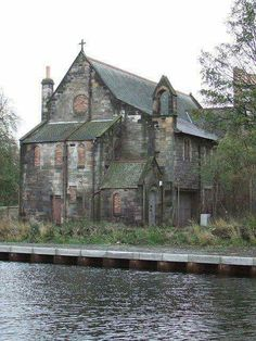 Derelict Kirk, Canal, Edinburgh We adore this building, not 5 minutes walk from Welby & Wright HQ! Abandoned Churches, Old Churches, Abandoned Mansions, Abandoned Places, Beautiful Buildings, Beautiful Places, Church Building, Haunted Places, Spooky Places