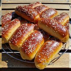 Hot Dog Buns, Hot Dogs, Bread Rolls, Winter Food, Pretzel Bites, Hamburger, Cooking, Foods, Mascarpone