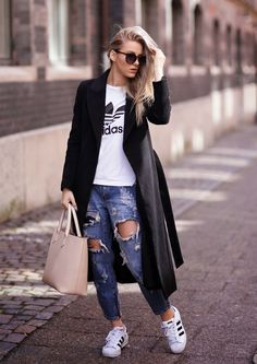 destroyed-jeans-adidas-originals-street-style