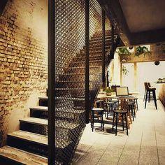 #architect #içmimar #designer # home #cafe #mimari #tasarım #masa #table #merdiven #korkuluk #railing #lamp #renk #color http://turkrazzi.com/ipost/1524909461066805957/?code=BUpkRNVhPLF