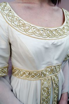 Medieval Bride: Dress of the month - February (Lindsay Fleming Collection) Moda Medieval, Medieval Embroidery, Celtic Clothing, Celtic Patterns, Celtic Designs, Medieval Costume, Medieval Dress, Celtic Wedding, Fantasy Costumes