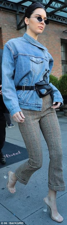 Kendall Jenner rocks denim and checked trousers in NYC Hello, gorgeous: The model played up her pencil-thin legs in a tight pair of green, orange and red checked trousers as she emerged from the Bowery Hotel Kardashian, Thin Legs, Nyc, Cool Outfits, Fashion Outfits, Checked Trousers, Model Street Style, Kendall Jenner Outfits, Old Models
