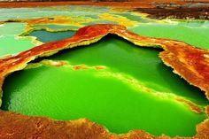 Színes krátertó egy afrikai vulkánban