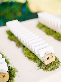 driftwood clothesline for escort cards | Wedding Wednesday: Place Cards