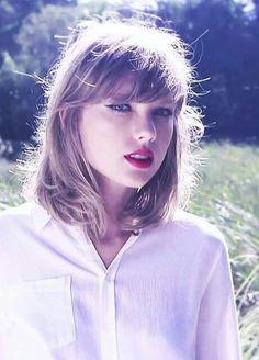 Taylor Swift A Heart Queen. Taylor Swift Moda, Style Taylor Swift, Taylor Alison Swift, Taylor Swift Short Hair, Taylor Swift Hairstyles, Swift 3, Celebrity Hairstyles, Trendy Hairstyles, Bob Hairstyles