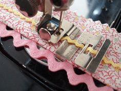 Vintage Original Singer Edge Stitcher Sewing Machine Attachment #36865