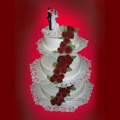 Hochzeitstorte-bordeauxfarbene-Rosen640x640