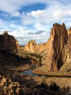 Smith Rock State Park in Oregon, USA (by Meredith_Farmer).
