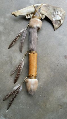 Native American Crafts, Native American Artifacts, American Indian Art, Native American History, Native American Indians, Indian Artifacts, Deer Skull Art, Skull Decor, Antler Crafts