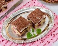 Petits bavarois aux chocolats et framboises http://www.cuisineaz.com/recettes/petits-bavarois-aux-chocolats-et-framboises-71858.aspx