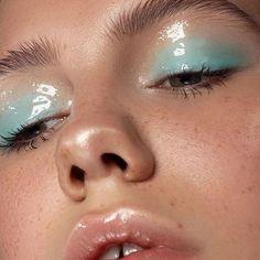 Sehen Sie diese schönen bunten Make-up-Ideen, um sie jetzt zu kopieren! Steigen Sie in die Euphoria-Mode ein und setzen Sie auf lustige Make-ups!