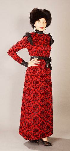 STELA Rouge Luxuriously gorgeous dress features full sleeves, long neck and finished with a beautiful separate belt which completes the look. Hight fashion Scuba fabric with trendy pattern in black and red color. Size:S-M-L €85.00