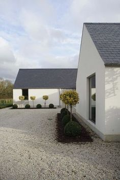 New build house in Co. Carlow, completed The H plan form, making two open courtyards, maximises light and views while placing the double height hallway at the heart of the house. The form of buildings echoes low eaved and grounded. Cozy Backyard, Backyard Seating, Backyard Ideas, House Designs Ireland, Rural House, Bungalow House Design, Modern Farmhouse Exterior, Modern Bungalow Exterior, Farmhouse Plans