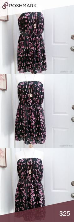 Forever 21 tube dress Cute Forever 21 floral tube dress with pleated details size M in excellent condition. Forever 21 Dresses Strapless