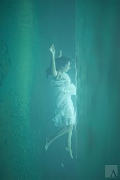 "alma photography. Reminds me of ""Titanic"" underwater scene"