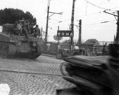 American medium tanks M4 «Sherman' entering Rome. july 1944.