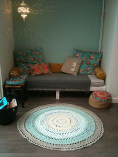 This is really making most out of a small corner! perfect set up for a sunroom or small nook in the house