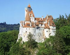 Bran Castle, known as Dracula's Castle or The Castle of Vlad Tepes, receives about 450,000 visits per year, mostly by curious fans of Spain and European history. A curious anecdote perfectly reflects the personality of the owner of the castle, which went down in history as a cruel and bloodthirsty man