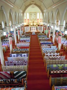 What a stunning display of handmade quilts! This reminds me that quilting can be a meditation; La Guilde Acadienne de Clare show, Nova Scotia. Patchwork Quilting, Quilting Tips, Quilting Projects, Quilting Designs, Patchwork Ideas, Quilting Quotes, Quilt Design, Scrappy Quilts, Couettes Amish