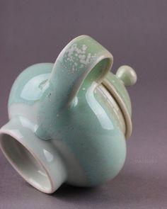. . . . #teapot . . Decoration ideas! 💡 ++++++++ . 📱kakaotalk / line / telegram ID : samantha1215 ++++++++ . #장식품 #decoration #おきもの #装饰品 #인테리어 #interior #インテリア #装饰 #daunjae #다운재 #갤러리다운재  #도자기 #ceramics #pottery #clay #陶 #陶瓷 #陶芸 #陶磁器