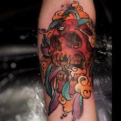 Caveira no estilo new school personalizado, feito pelo nosso tatuador Felipe…
