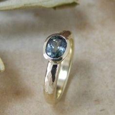 Sapphire-Amara-Oval-Gold-Ring