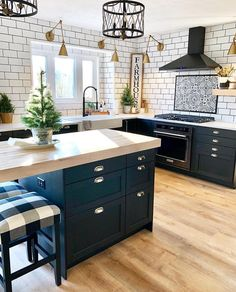 Kitchen Remodel Ideas - Browse our kitchen renovation gallery with traditional to modern to beachy kitchen design inspiration. Modern Farmhouse Kitchens, Farmhouse Kitchen Decor, Home Decor Kitchen, New Kitchen, Home Kitchens, Kitchen Counters, Farmhouse Style, Blue Kitchen Ideas, Small Kitchens