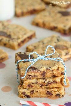how Girl Scout cookies should be eaten ::: Toasted Marshmallow Tagalong Peanut Butter Cake Bars Just Desserts, Delicious Desserts, Cake Pops, Yummy Treats, Sweet Treats, Cookie Recipes, Dessert Recipes, Muffins, Recipes With Marshmallows