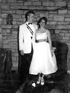 Vintage Formal Dresses, Vintage Prom, Vintage Gowns, Vintage Love, Vintage Photos, Vintage Outfits, Prom Photos, Prom Pictures, 1950s Teenagers