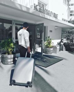The Washington park hotel in South beach Miami Florida with my raden A28 luggage   #travelwriter #travel #instatravel #travelgram #tourism #instago #passportready #travelblogger #wanderlust #ilovetravel #writetotravel #instatravelling #instavacation #travelblogger #instapassport #postcardsfromtheworld #traveldeeper  #travelstroke #travelling #trip #traveltheworld #igtravel