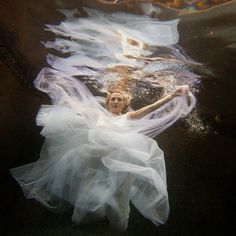 Underwater trash-the-dress photos  @Nataly Մարեամ Arakelian that's what i was talking about the other day, how can she live with herself?! ruin her wedding dress?! that is too crazy.