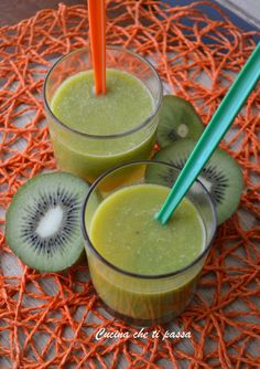Centrifuged kiwi and orange lowers cholesterol Kitchen with .-Centrifugato di kiwi e arance abbassa colesterolo Kiwi Recipes, Raw Food Recipes, Smoothie Recipes, Smoothies, Healthy Recipes, Nutrition Tips, Healthy Nutrition, Healthy Food, Kiwi Juice