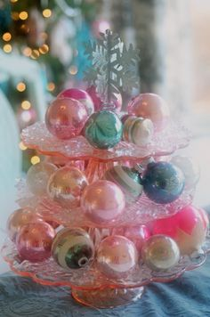 love the vintage ornaments, and the PINK cake stands