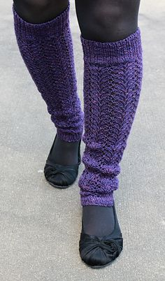 When a dear family friend graduated high school this year, I knew she needed a little something special as she began her career as a ballet instructor. Knowing the popularity of legwarmers amongst dancers, I decided to design a pair just for her. Being Texan, I knew my friend would not want something heavy and fluffy, so I scoured my stitch pattern books until I found the perfect motif - lacy and delicate!