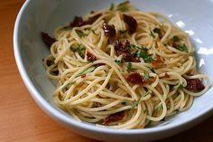Spaghetti à l'ail, huile et piment