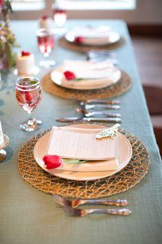 テーブルコーディネート✳︎beautiful tablescape http://www.weddingchicks.com/2013/09/10/pink-and-gold-wedding-ideas/