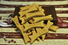 WHEAT FREE TUNA TREATS Did you know? Tuna is beneficial for the skin and coat of your dog due to the high amount of fatty acids. These fatty acids also aid joint health and mobility, plus a. Puppy Treats, Diy Dog Treats, Homemade Dog Treats, Healthy Dog Treats, Homemade Food, Dog Treat Cookie Recipe, Dog Treat Recipes, Dog Food Recipes, Meal Recipes